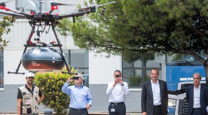 Fabrikada dronelar çalışor