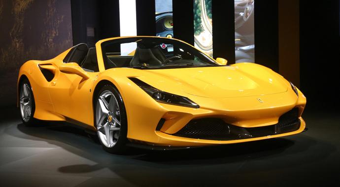 Ferrari F8 Spider'ı tanıttı