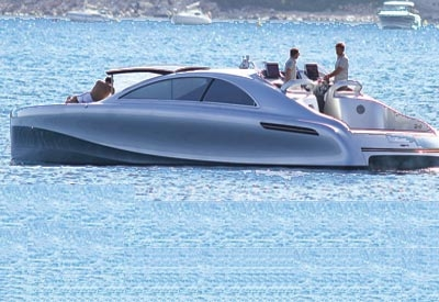 Mercedes karadan sonra denizde
