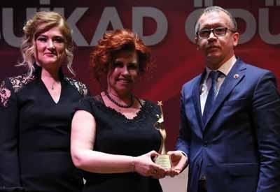 Yılın Kadın Yöneticisi Seger Korna'dan Tülin Tezer