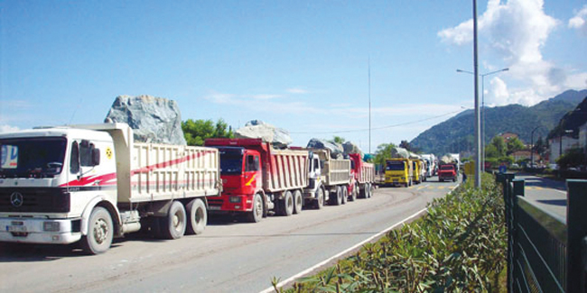 3 bin nakliyeci motorin zammını protesto etti