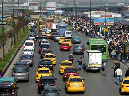 Trafiğe 1 milyon araç çıktı