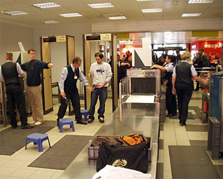 Havalimanında kemer ve ayakkabı işkencesine son