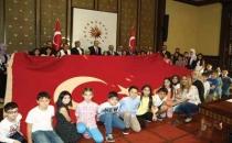 En büyük bayrak Cumhurbaşkanı Erdoğan'a teslim edildi